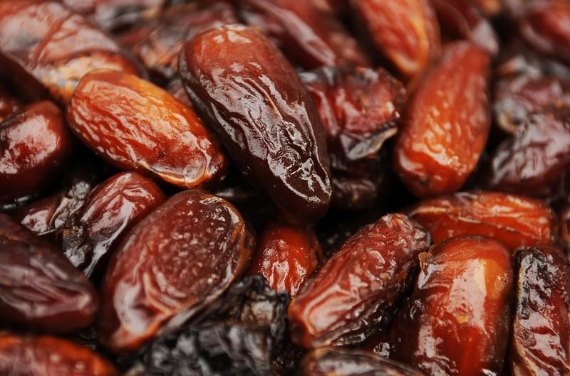 Придирчивая хозяйка: «Чтобы усвоить из сушеных фиников все полезные вещества, перед едой их обязательно нужно…»