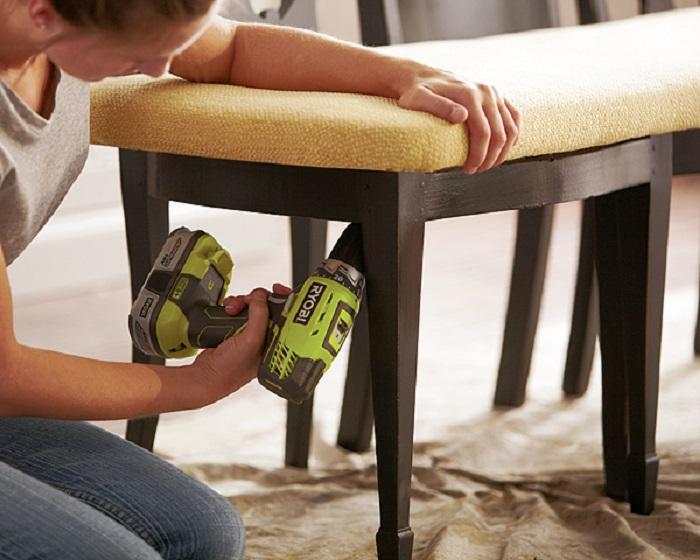 А я хотела пустить старые стулья на дрова… Глянь, какая чудная идея!