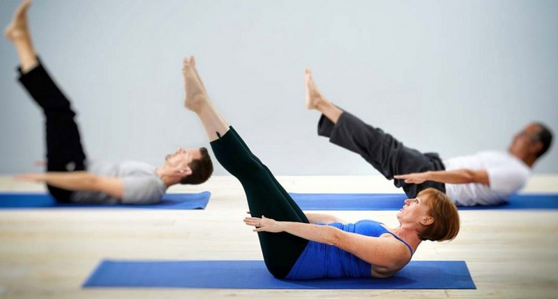 Тренировка по-домашнему после 40: 5 упражнений для зрелых и цветущих