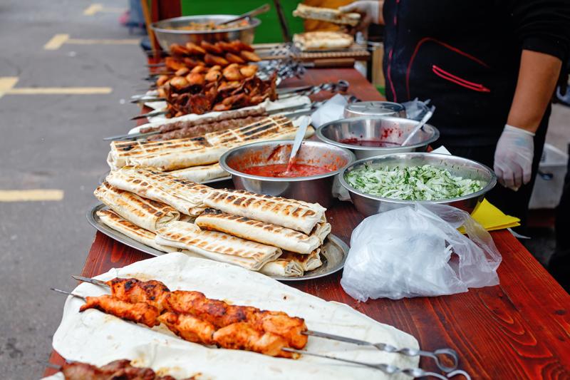 1000 и 1 блюдо из лаваша на скорую руку для пикника. Когда шашлык еще не готов, а закусить уже всем хочется…