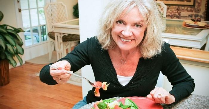 Что нельзя есть женщинам после 50 лет: рассказывает Елена Малышева. Теперь я знаю, как надолго сохранить молодость и красоту!
