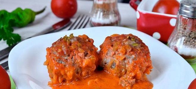 Мясные биточки — рецепты из куриного, свиного, говяжьего фарша, с подливкой и в духовке