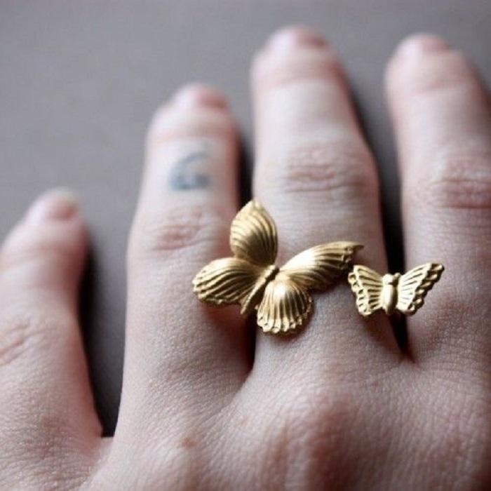 Неужели бриллианты — это дурной тон? Узнав эти правила, я стала носить кольца только так!