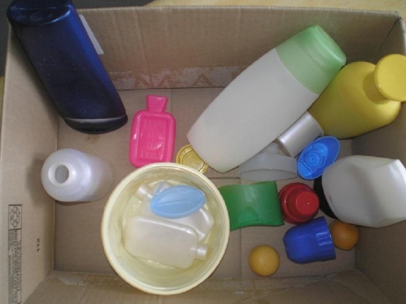 Мама собиралась выбросить бутылки из-под моющих средств. То, что она сделала с ними, — просто гениально!