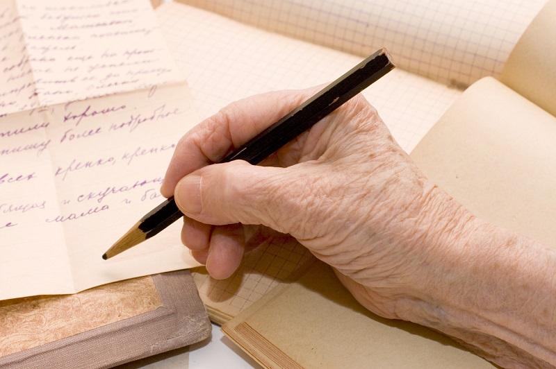 Обхитрим Альцгеймера: 7 внушительных причин, чтобы начать писать от руки каждый день. Опытный врач подсказал верный способ профилактики старческого слабоумия.