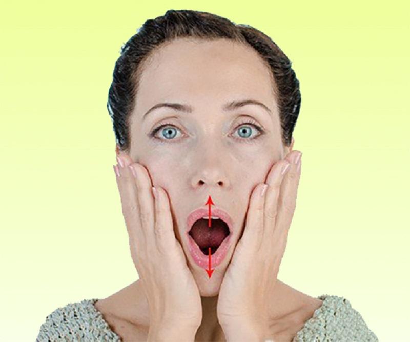 Чтобы подтянуть область вокруг рта, берешь пробку, кладешь между… Разбуди неработающие мышцы!