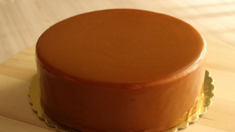 Поливаю прямо из сотейника! Самый простой способ украсить любой десерт за 15 минут. Осторожно! Зависимость от ягодной глазури обеспечена.