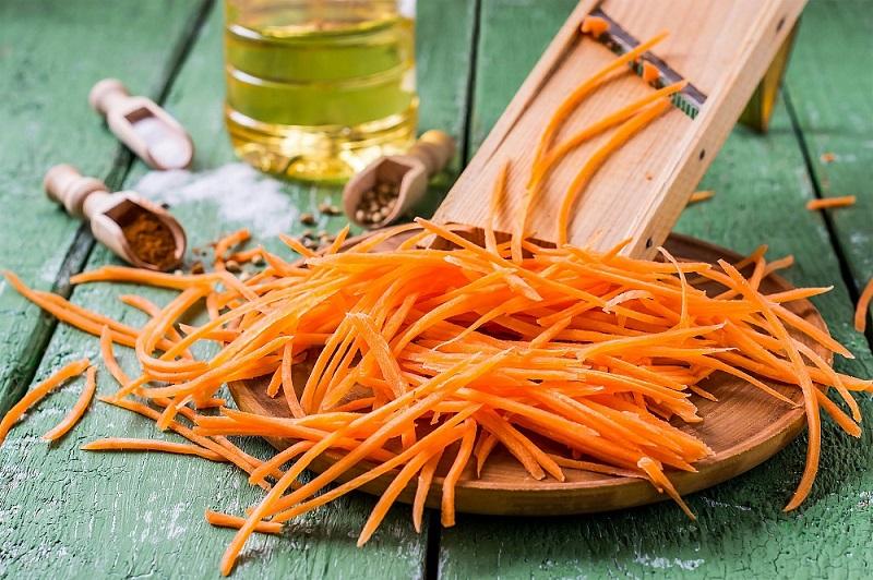 Дни напролет искал именно этот рецепт моркови по-корейски: самый быстрый и самый лучший вариант. Готовлю такую закуску и на праздничный стол, и в будние дни.